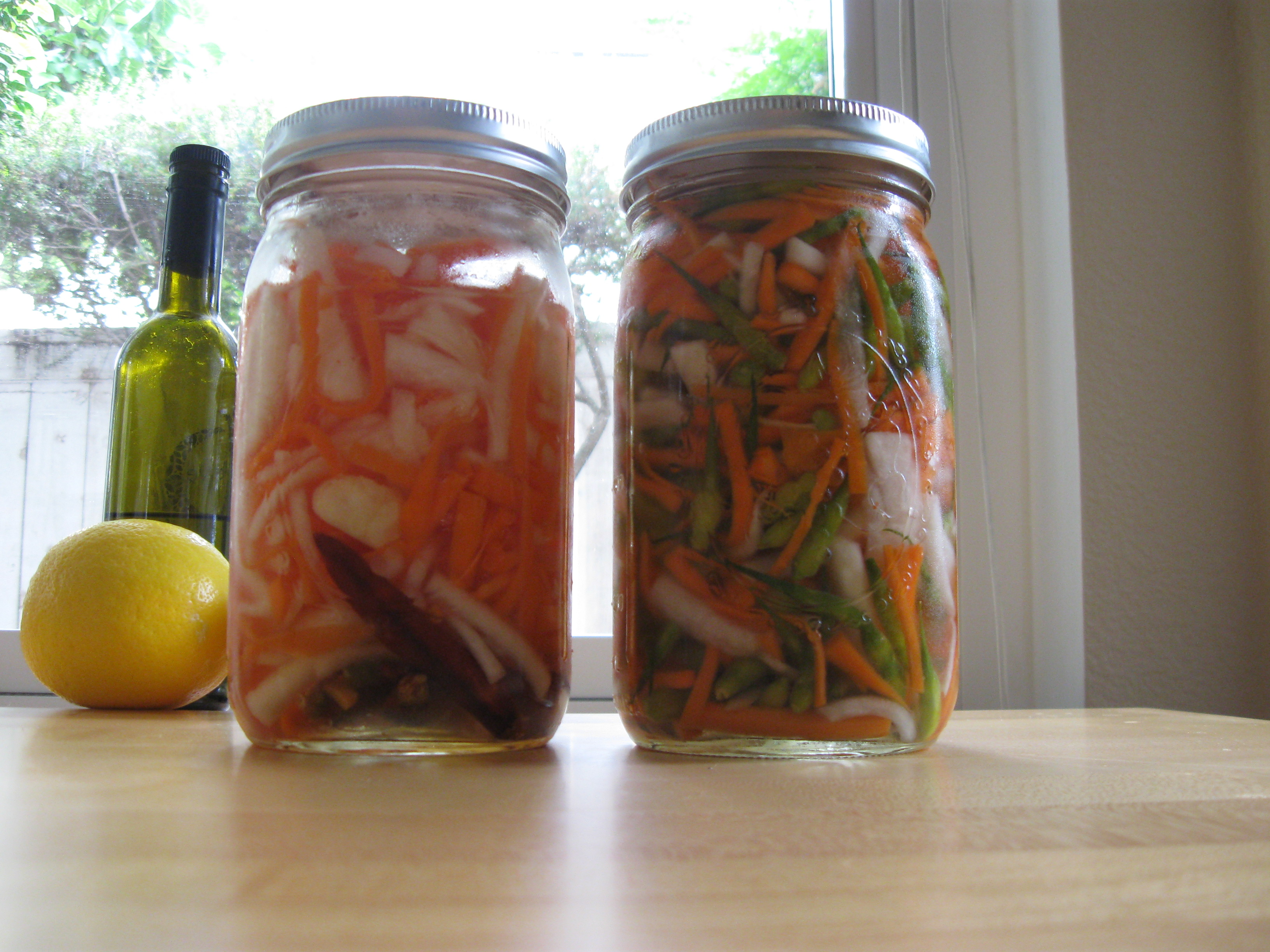 Do Chua–Vietnamese Pickled Daikon Radish and Carrots Whats Neri